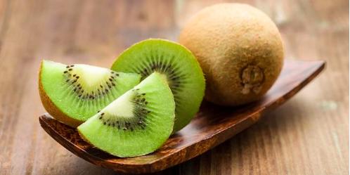 Buah Kiwi kaya akan vitamin K dan E sebagai penambah imun tubuh
