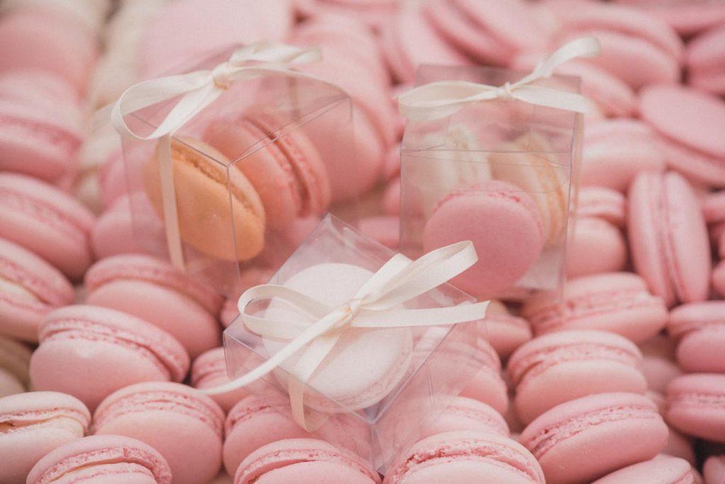 1. Alternatif Kado Valentine - Pink Macaroons