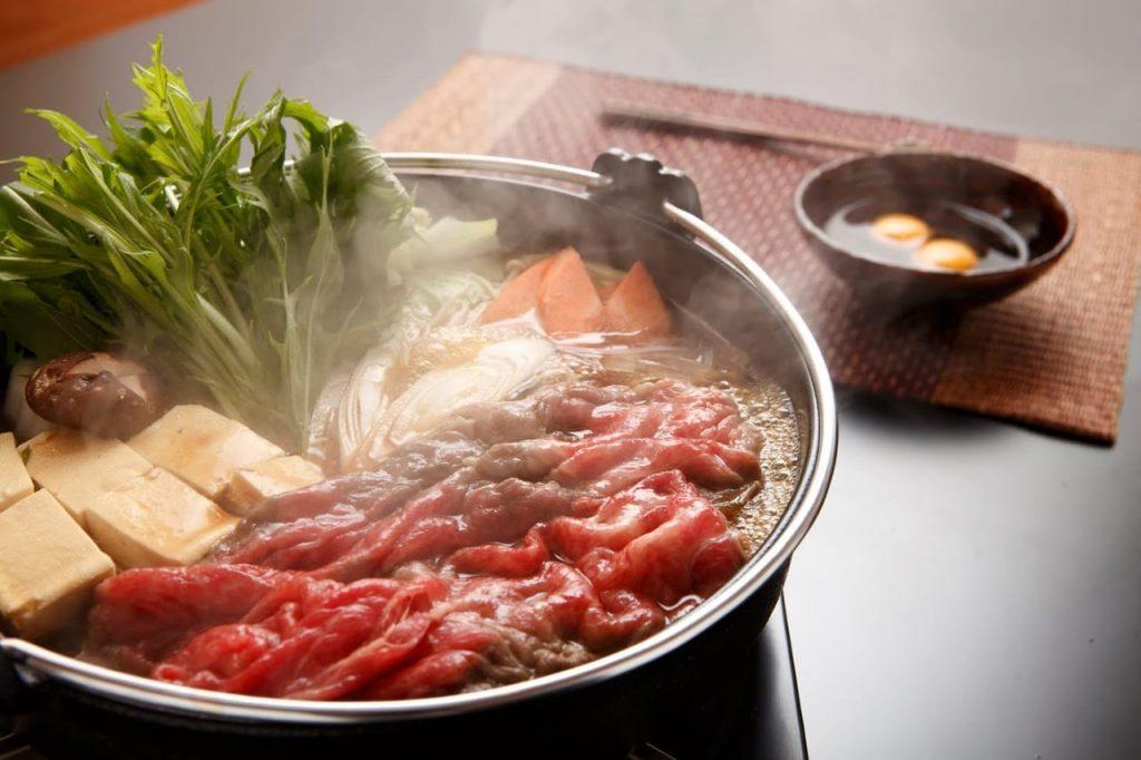 2. Perbedaan Shabu-shabu, sukiyaki, steamboat - Sukiyaki