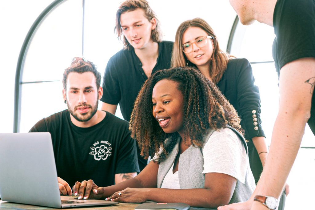 2. 6 Tips Bikin Karyawan Happy - Jadilah Pemimpin yang Baik