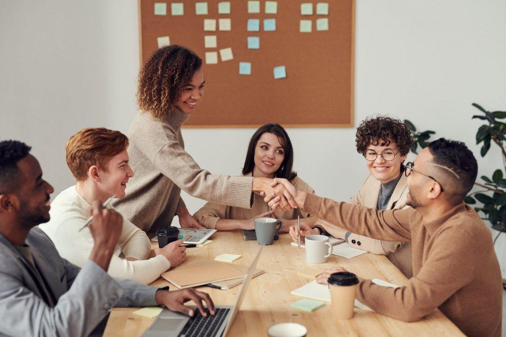 3. 6 Tips Bikin Karyawan Happy - Bantu Karyawan Merasa Dihargai