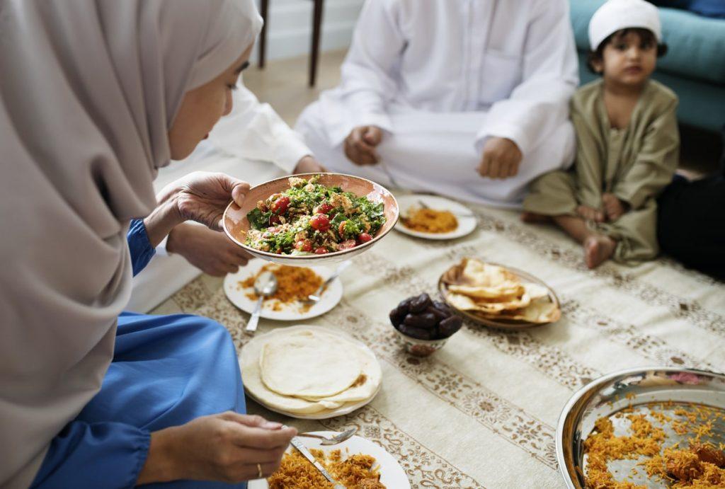 4. Makan Makanan Bergizi